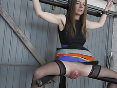 Big pussy on the leg spreader